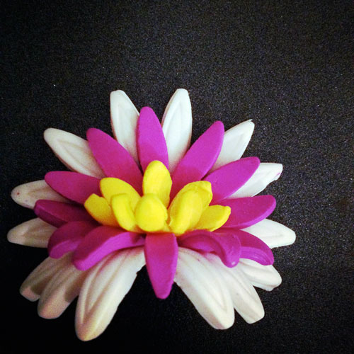Hand-made flower by Waleska Nomura.