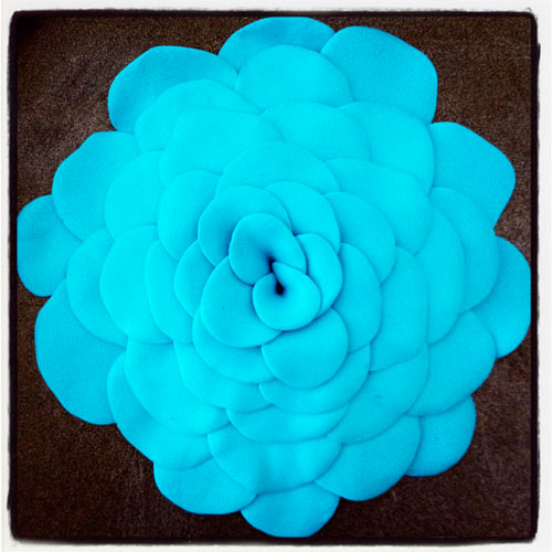 Hand-made flower by Waleska Nomura.